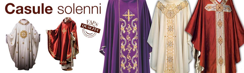 Veste liturgica propria di colui che celebra il rito della messa di varie fogge e colori